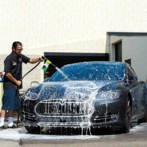 Fiumicino Area 4 Parking: lavaggio auto a mano