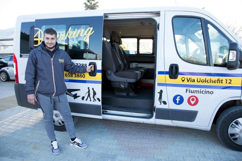 Transfer con navetta dal parcheggio Fiumicino Area 4 Parking al terminal t3 dell'aeroporto Leonardo Da Vinci di Fiumicino
