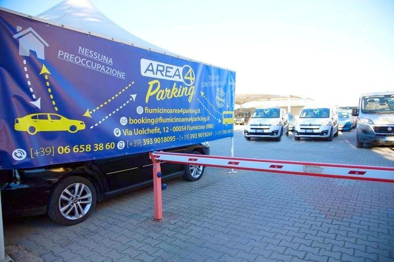 Parcheggio Roma Fiumicino con prezzi a partire da € 2,40 al giorno. Prenota ora su https://fiumicinoarea4parking.it